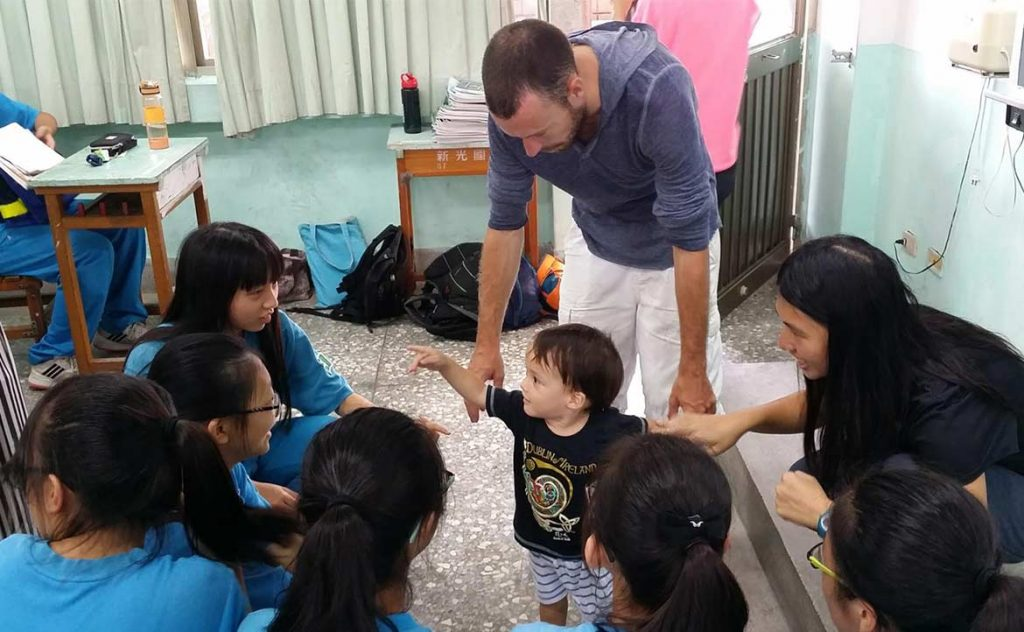 Pay it forward : Share your story with students in Taiwan 1
