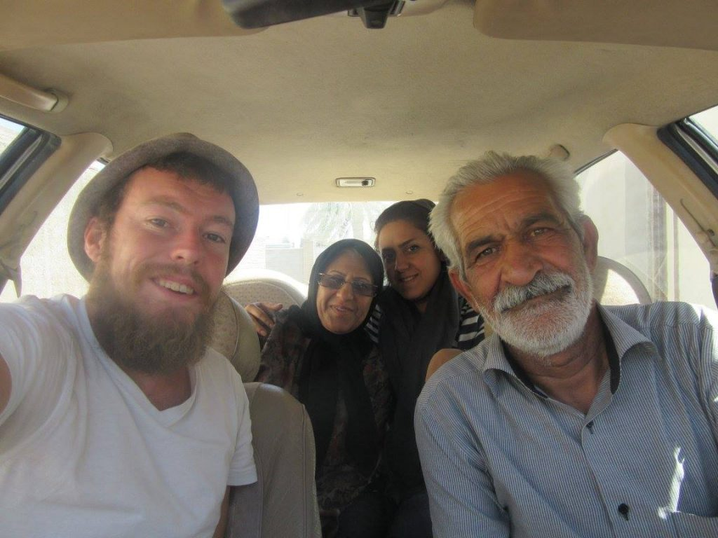 Hitchhiking in Iran with two women and a man